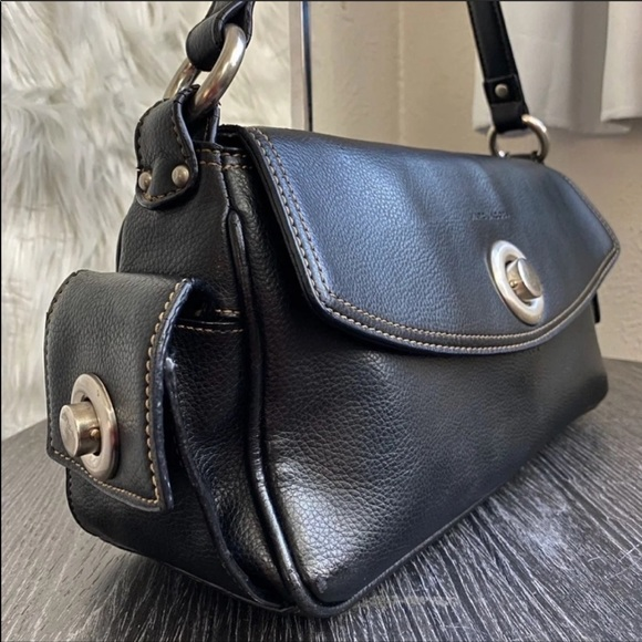 Marc Jacobs Handbags - Marc Jacobs Black Leather Shoulder Bag